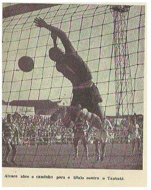 Gol de Álvaro abriu o placar e o caminho para a vitória que daria o título ao alvinegro praiano.