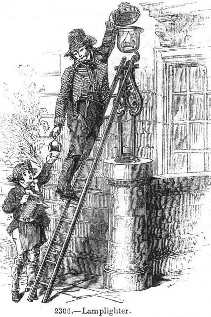 """Na Europa, a iluminação pública começou no século XV. Por séculos, a alimentação dos postes ficou a cargo dos """"lamplighters"""", ou acendedores de lampião. No Brasil, quem fazia o serviço eram os negros escravos."""