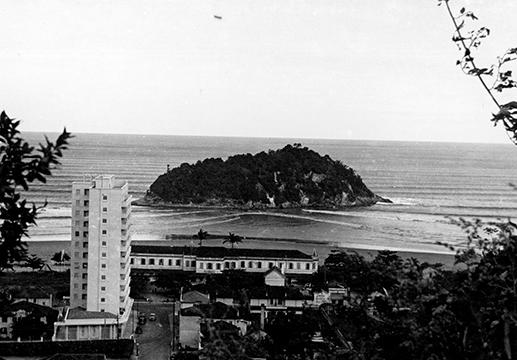 O Hotel Internacional do José Menino, defronte à Ilha Urubuqueçaba.