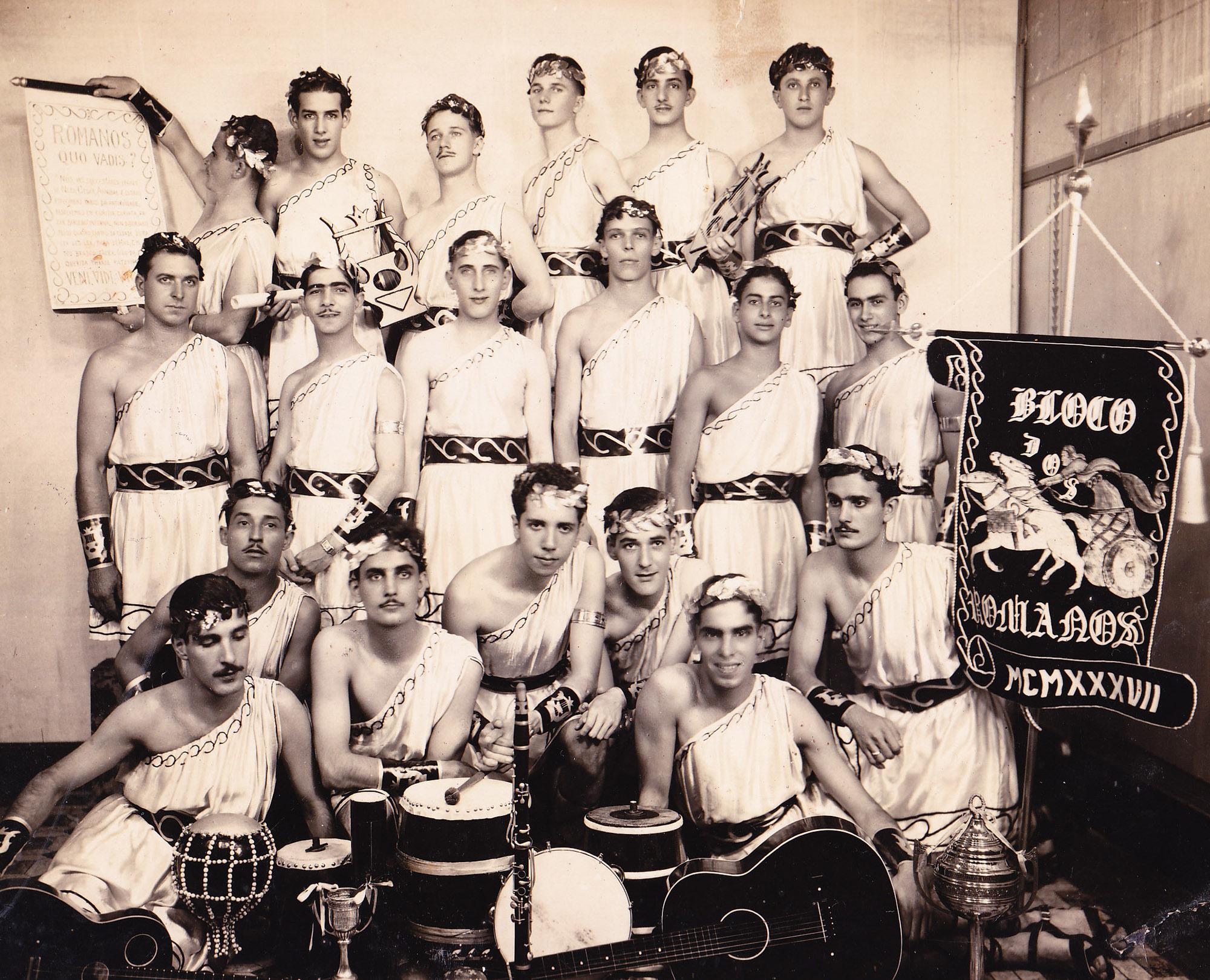 Bloco dos Romanos, em 1937. Clique na imagem para ampliar.