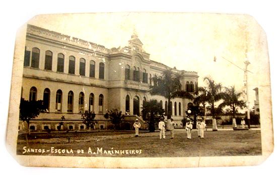 No início do século XX, mais precisamente em 1909, o local foi ocupado por um belo edifício de imponente arquitetura, para abrigar a Escola de Aprendizes Marinheiros, que tinha a missão de educar jovens adolescentes, através de instrução primária e de marinharia.
