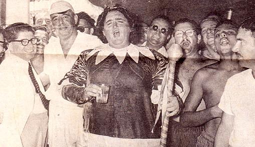 Waldemar em 1955, com o prefeito Antonio Feliciano (à esquerda, de óculos).