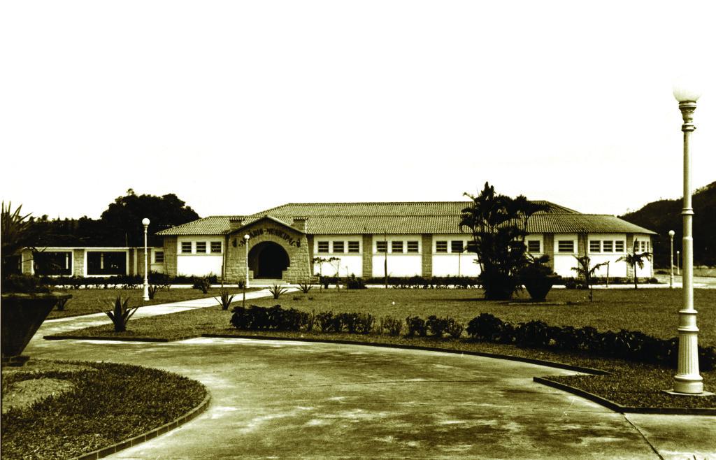 O Aquário Municipal de Santos, inaugurado em 1945, é considerado o primeiro do Brasil