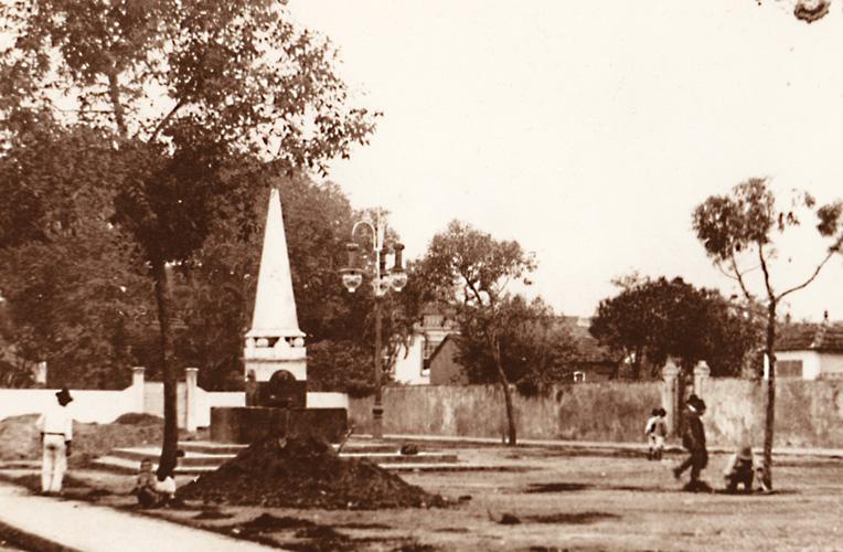 Chafariz do Largo Tereza Cristina, único em forma de pirâmide que existiu na cidade.
