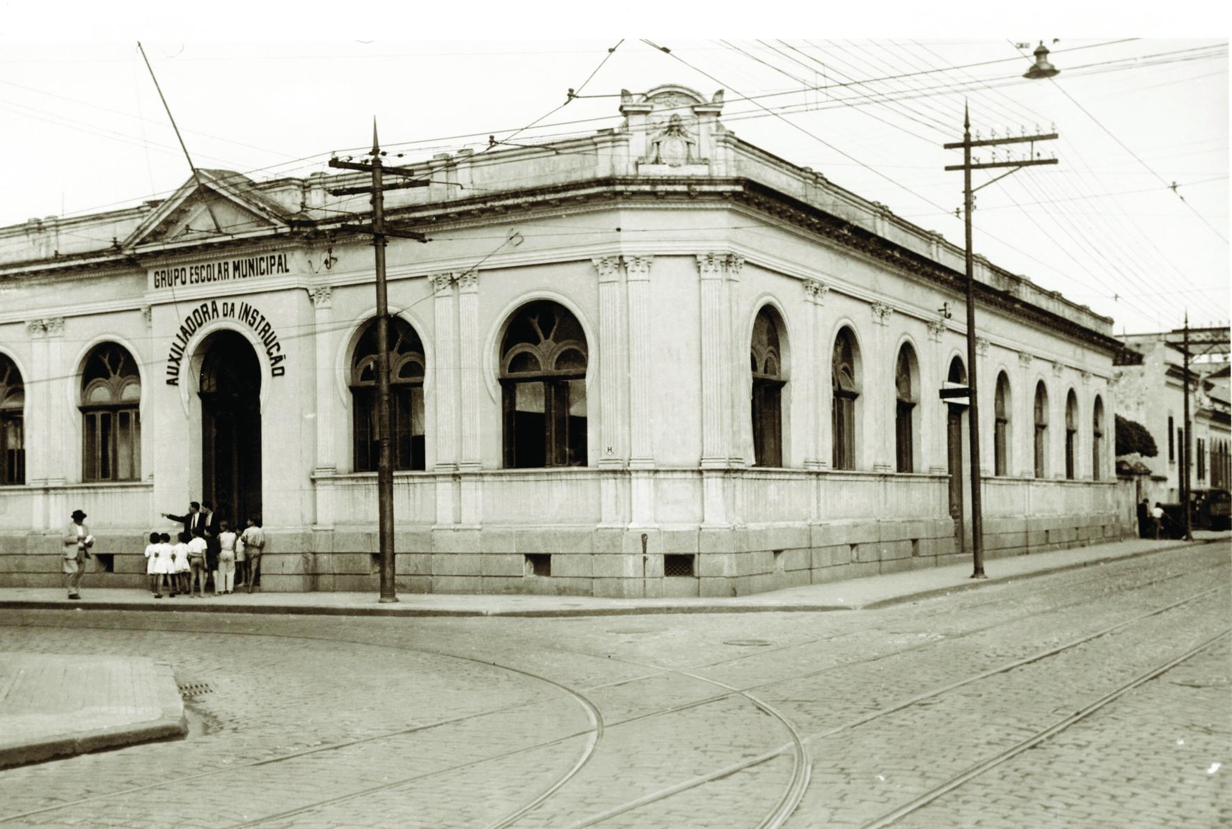A Auxiliadora da Instrução foi a primeira escola municipal de Santos, fundada em 30 de agosto de 1878