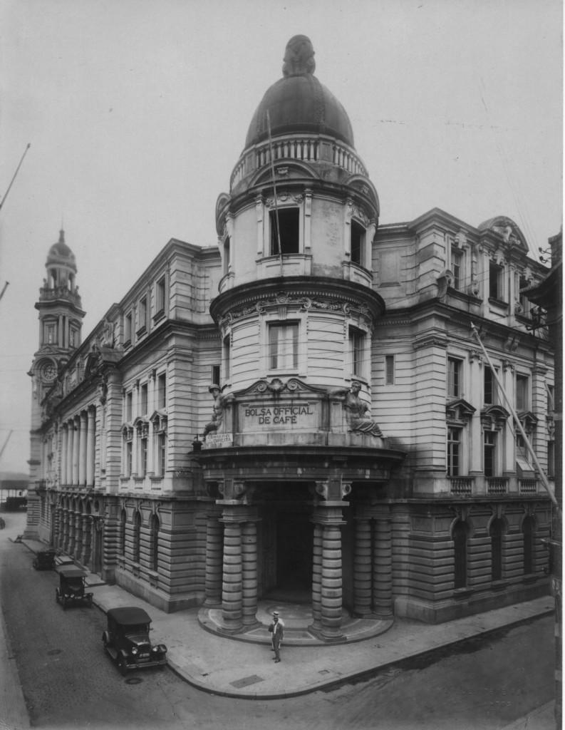 Prédio da Bolsa do Café, na década de 1920. Centro Mundial do Comércio Cafeeiro.