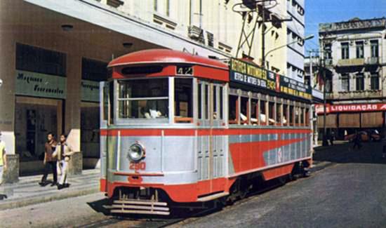 O último bonde a circular, em 28 de fevereiro de 1971,foi o de prefixo 258, da linha 42