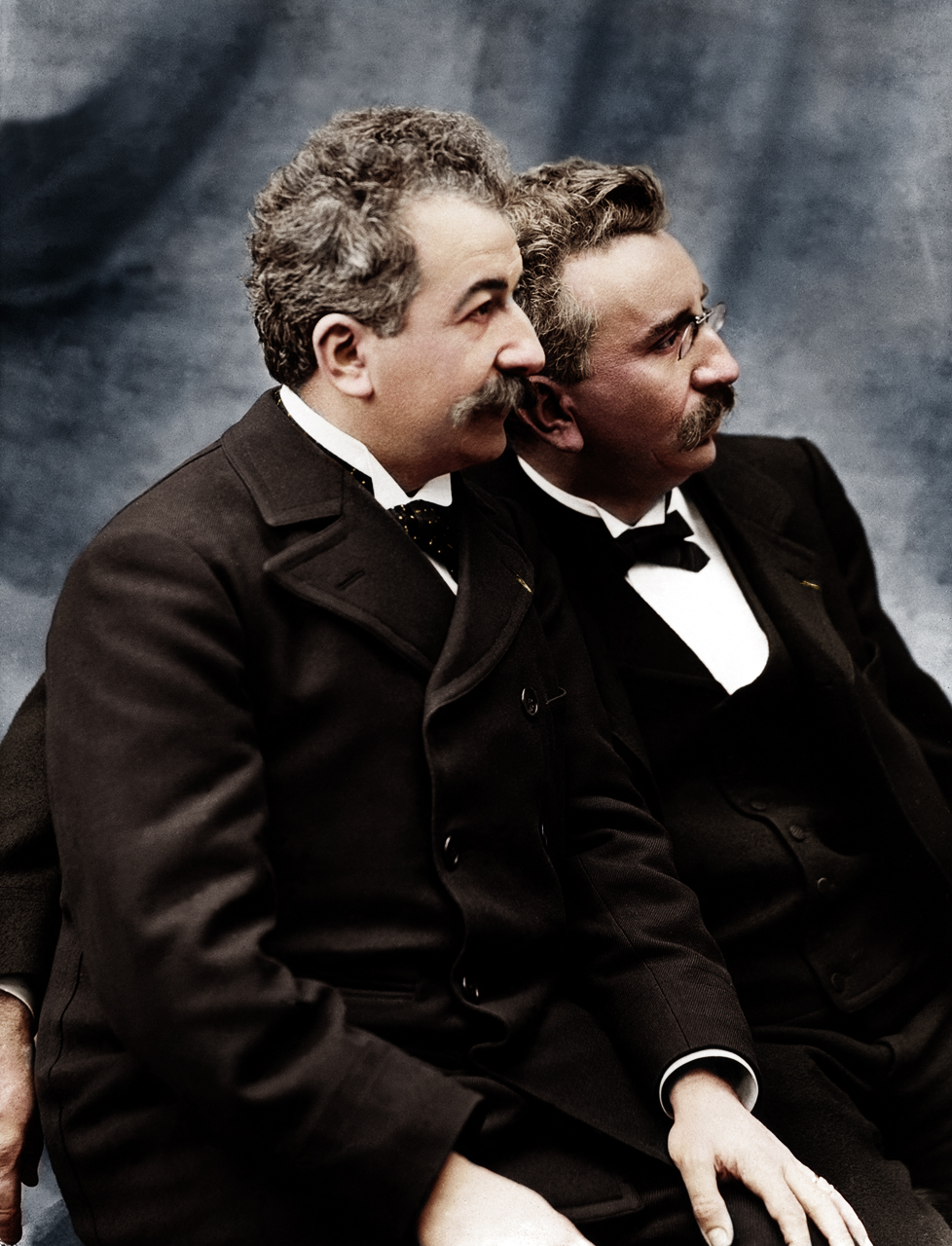 Auguste Marie Louis Nicholas Lumière e Louis Jean Lumière, os irmãos Lumière, foram os inventores do cinematógrafo, sendo frequentemente referidos como os pais do cinema.
