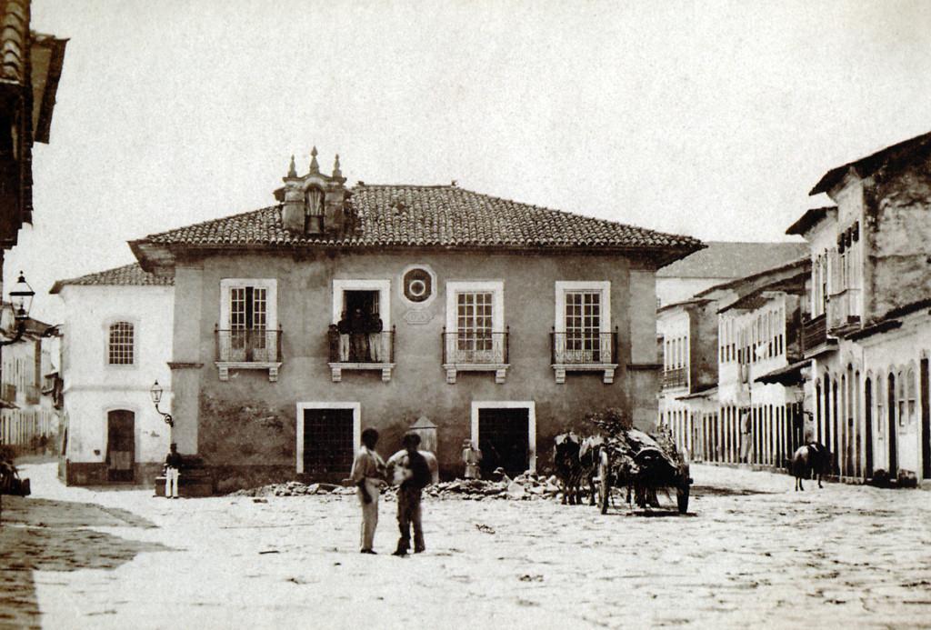 Antiga Casa de Câmara e Cadeia, que ficava defronte ao Conjunto do Carmo. Foi demolida para dar lugar ao acesso à Praça da República.