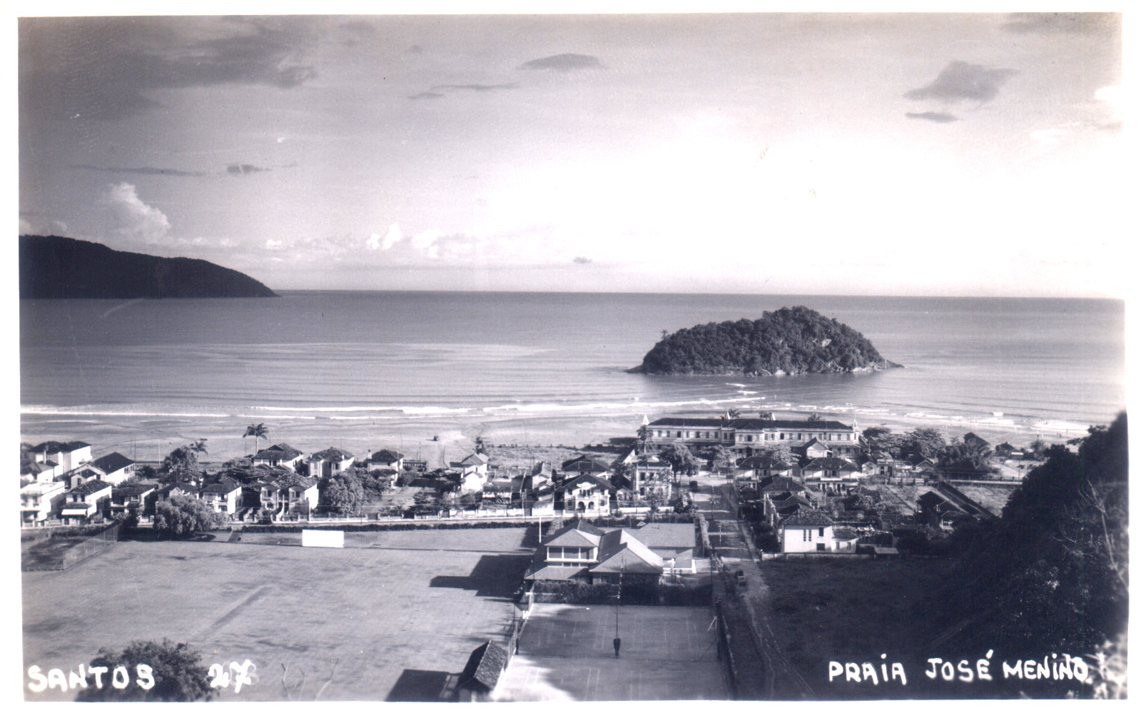 Praia do José Menino, na época em que Monteiro Lobato e sua esposa foram atacados pela água viva