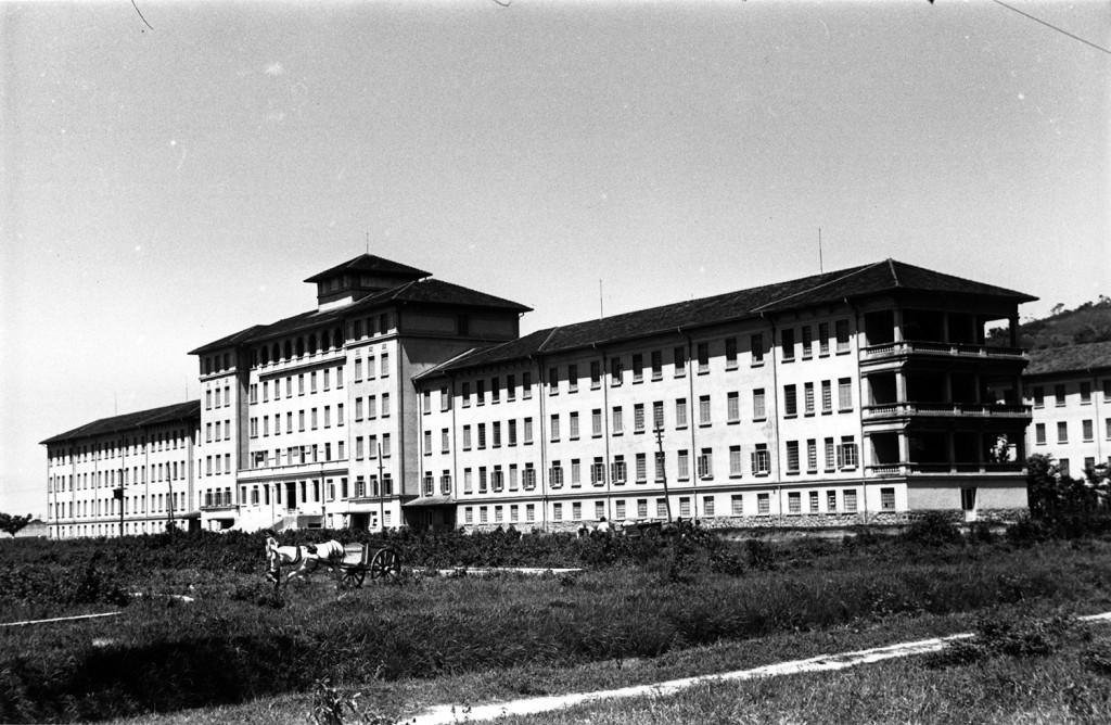 Santa Casa, ainda em obras, nos anos 1940.