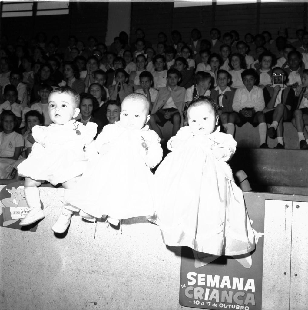 Alguns dos rechonchudos vencedores da competição de Robustez Infantil de 1955.