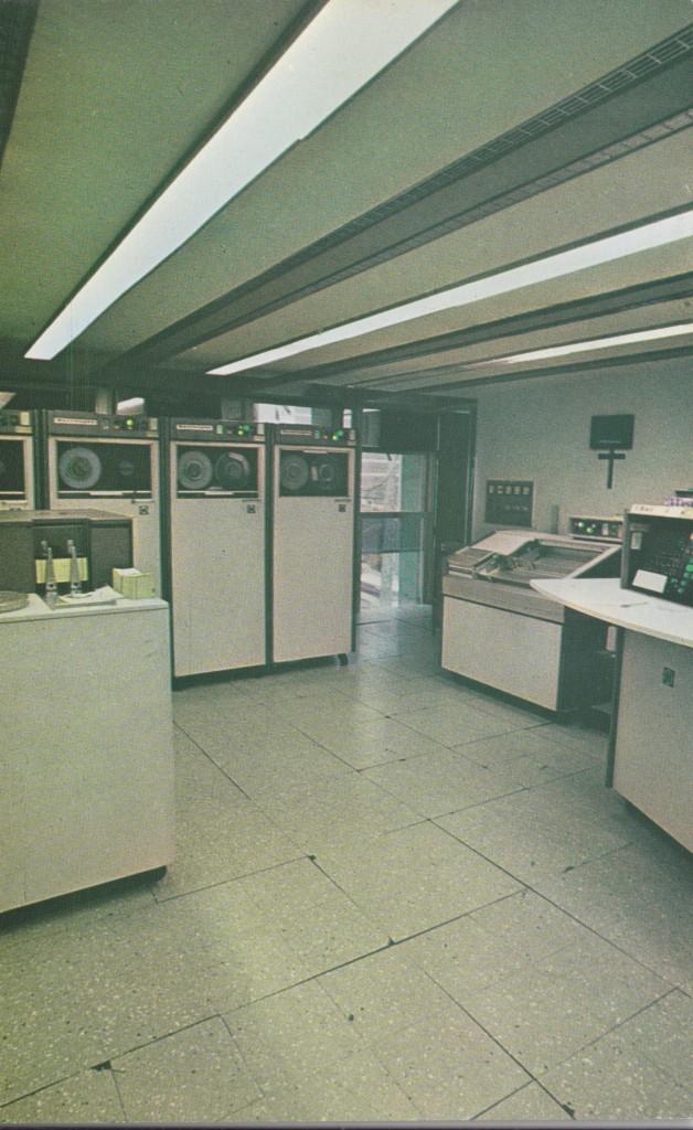 Em 1969 a Prodesan implantou um avançado serviço de processamento de dados, tendo como clientes não só a Prefeitura de Santos, como várias empresas particulares, que representavam 70% do faturamento.