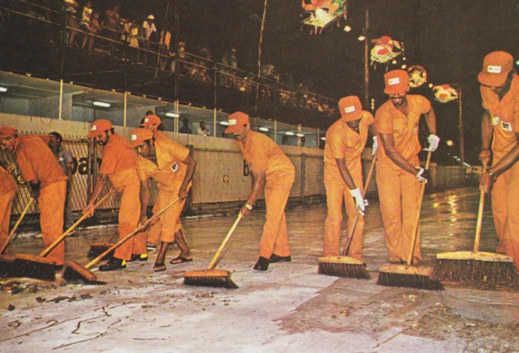 A Varrição de ruas e durante eventos era tarefa da Prodesan.