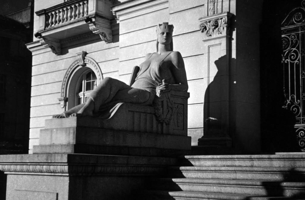Minerva, já colocada na fachada principal do Palácio José Bonifácio
