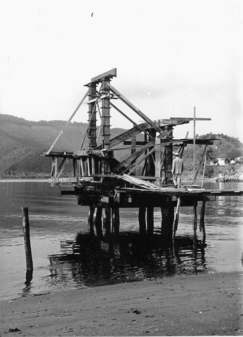 As obras do novo trampolim de saltos ornamentais da Ponta da Praia. A troca da madeira pelo concreto armado.