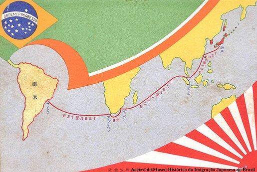 Neste cartão aparece a rota que alguns navios percorriam até o Brasil. Neste caso fora escolhido o caminho via África, estão escritos as escalas a que serão feitas durante a viagem, China, Singapura, Gabão e Cidade do Cabo. O destino final fica na distante América do Sul, no porto de Santos.