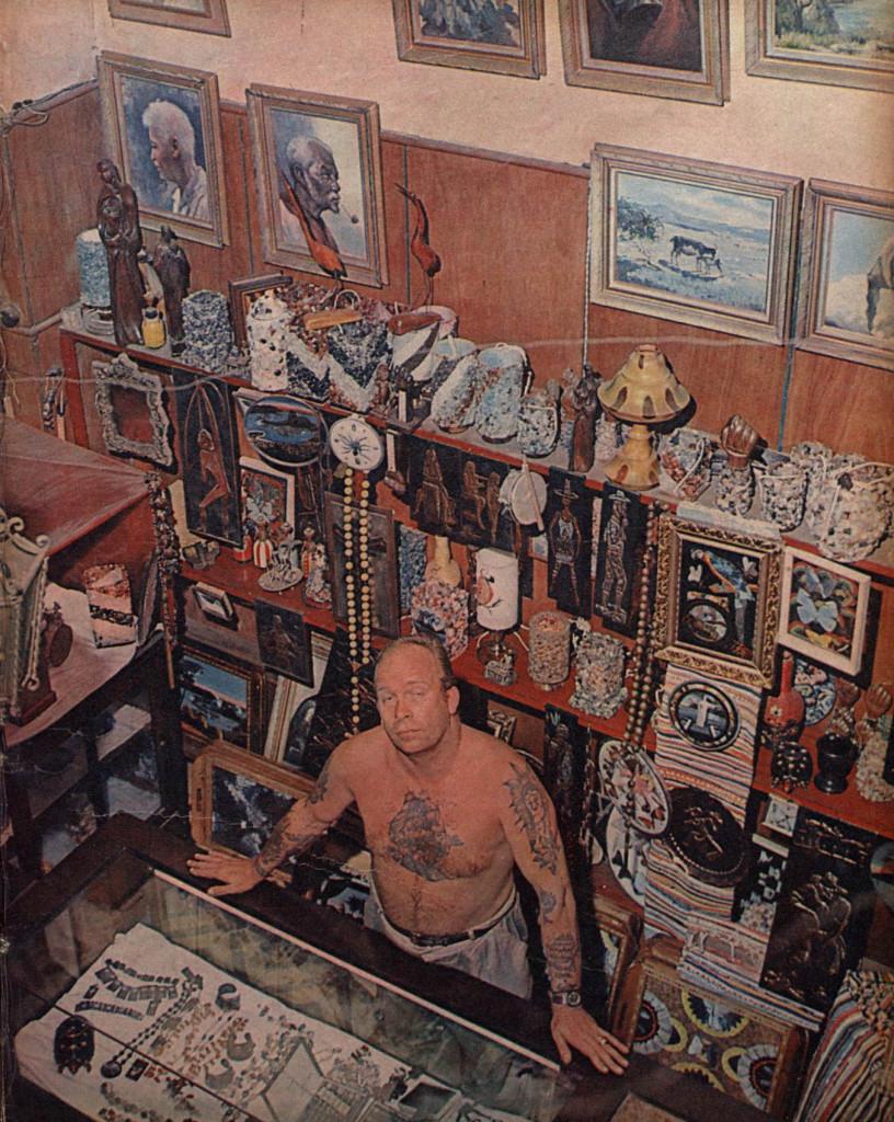 Lucky Tattoo em seu atelier da Rua João Otávio, 2, no coração das bocas, onde nasceu a arte da tatuagem no Brasil e na América do Sul.