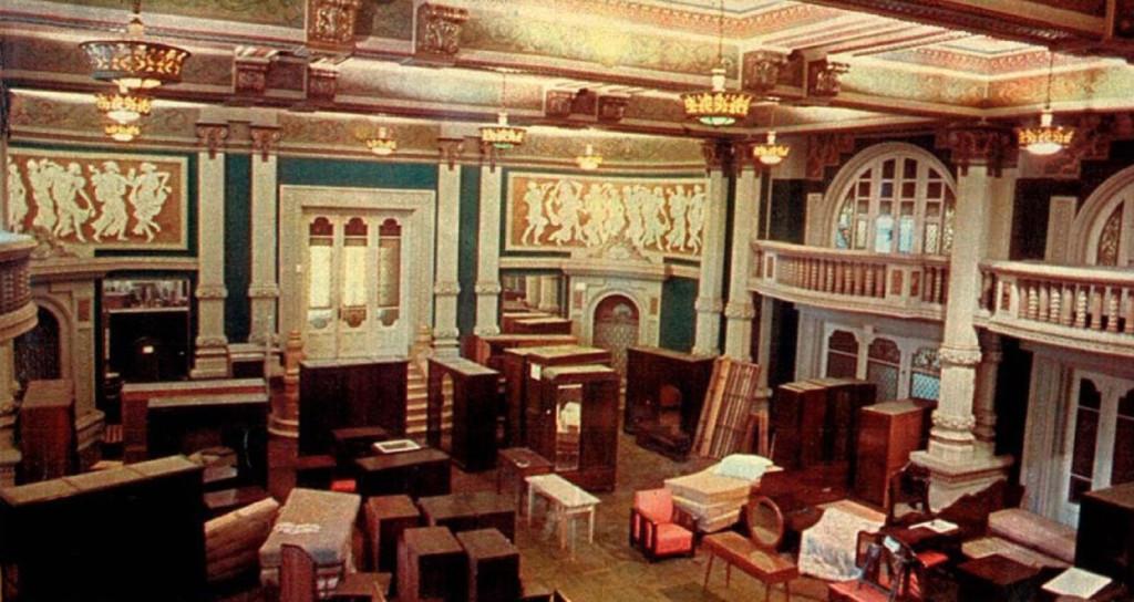 O Salão Dourado, dias antes do adeus, com saudades dos momentos de glória.