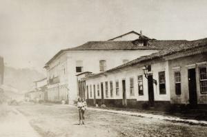O casarão nas lentes de Militão, em foto tirada no ano de 1865. O prédio é o mais alto, quando ainda não havia a rua Senador Feijó.