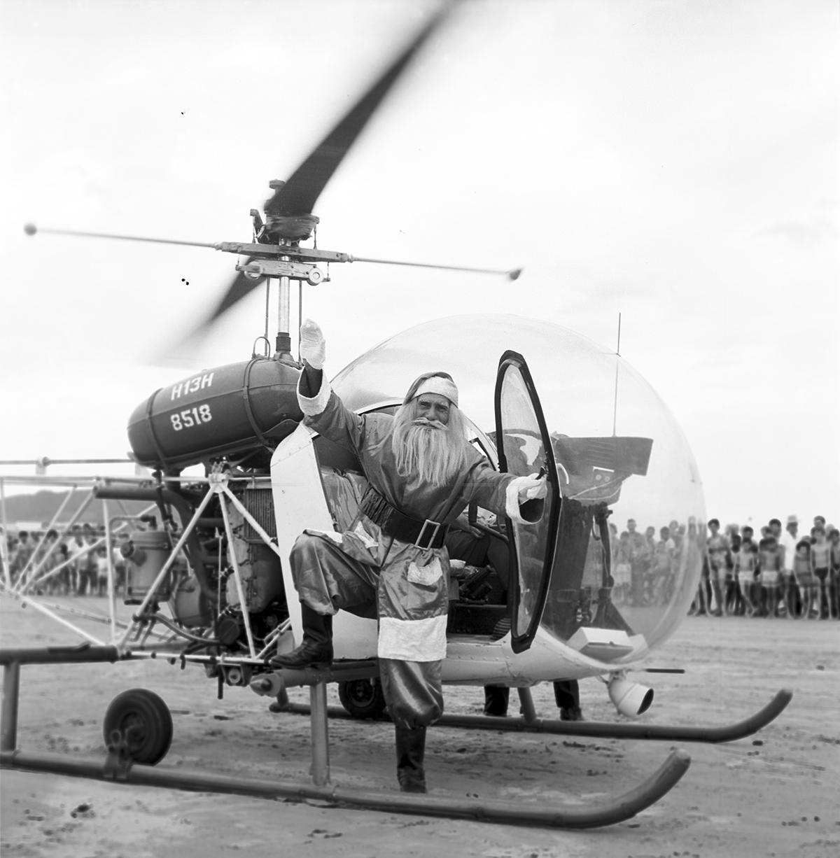 Papai Noel de 1961, inovando na chegada de helicóptero.