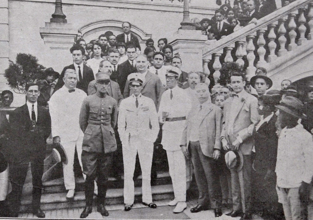 Visita dos tripulantes do Jahú à Beneficência Portuguesa.