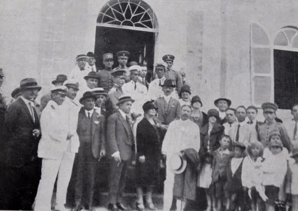 No forte Itaipú, onde o major Becker ofereceu um banquete aos gloriosos tripulantes do Jahu.