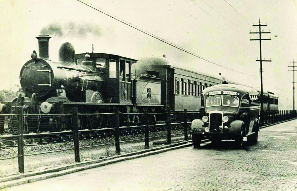A disputa trem x ônibus nos anos 1920.