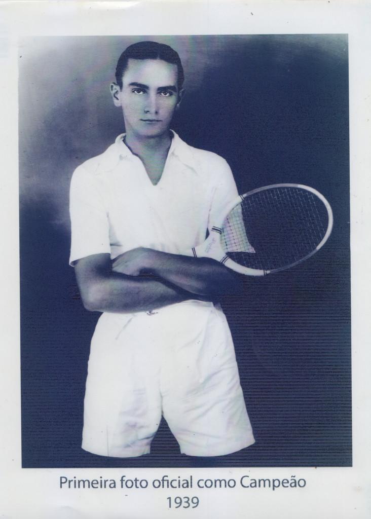Primeira foto como campeão de tênis, em 1939.