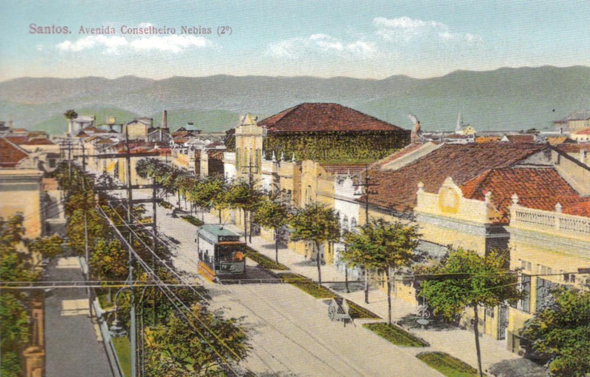 Mais uma imagem do mesmo trecho da Avenida Conselheiro Nébias, na Vila Nova, em cerca de 1930.
