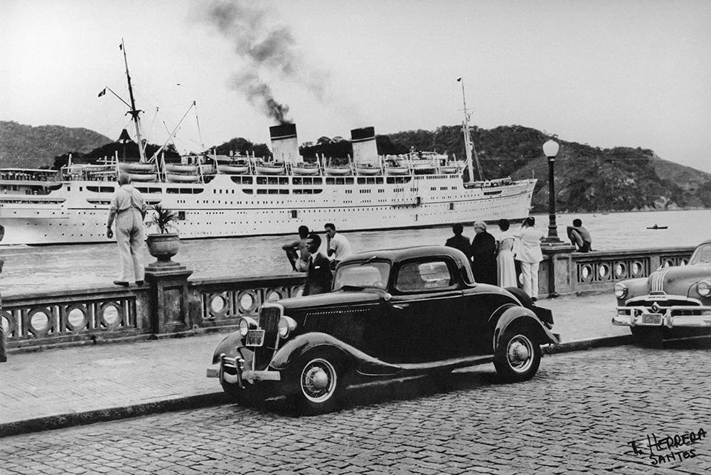 A balaustrada da Almirante Saldanha da Gama, hoje conhecida como muretas dos canais, desde a década de 1940 se tornou ponto de observação aos navios que transitam pelo canal do porto.