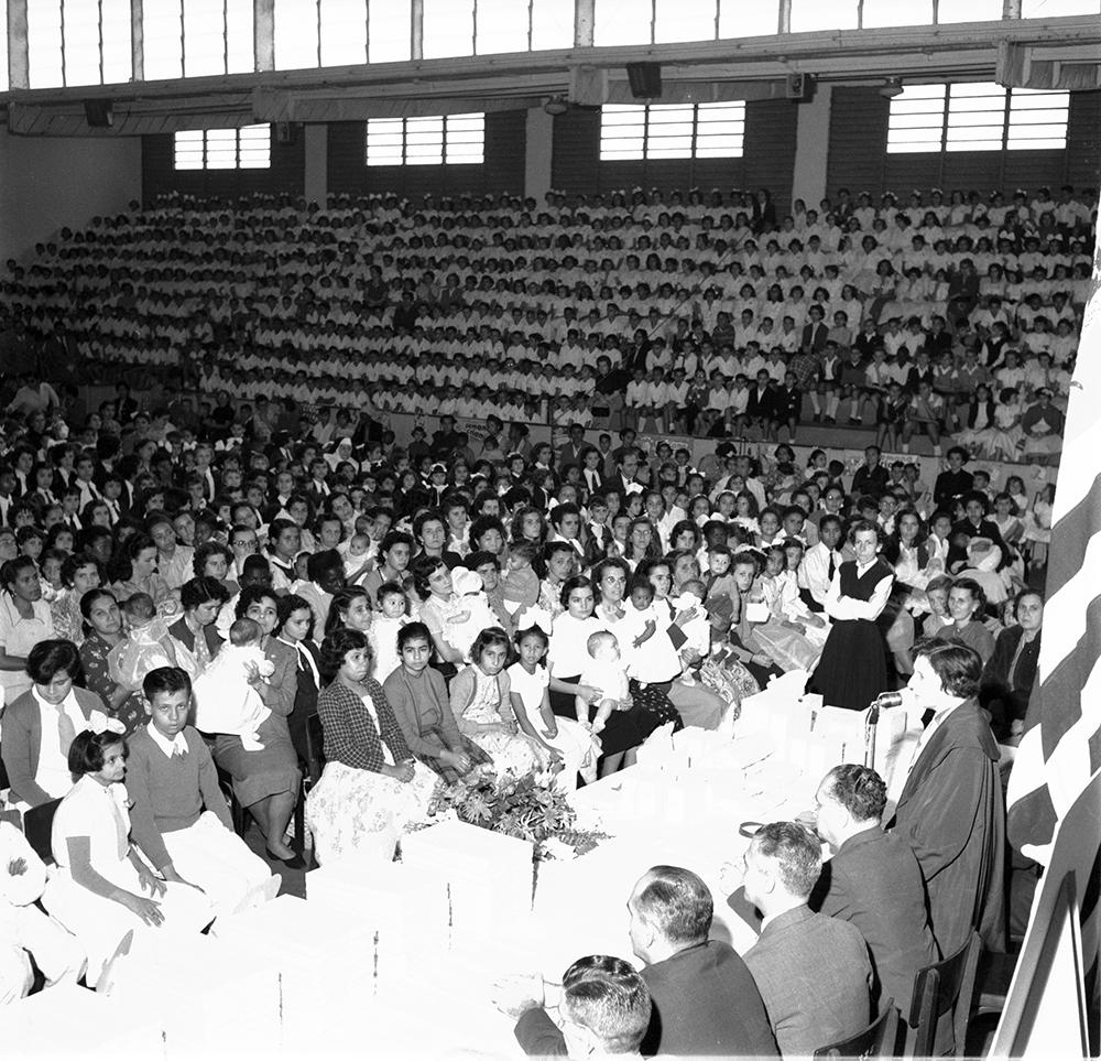 O ginásio do Clube Atlético Santista estava repleto de alunos das escolas municipais. muitos deles ex-atletas da Olimpíada de Lactentes.