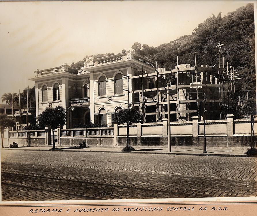 Prédio sofre segunda reforma no anos 1930, contando com o que havia de melhor em materiais construtivos e de acabamento.