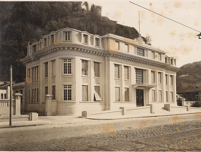 """Em linhas do """"arte déco"""", o Palácio Saturnino de Brito chega para somar ao patrimônio histórico da cidade santista."""