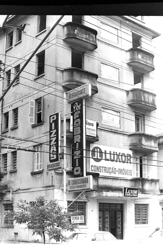 O Edifício Lutécia, já na fase final, início dos anos 1980. A história da cantina italiana mais badalada de Santos se encerrava ali.