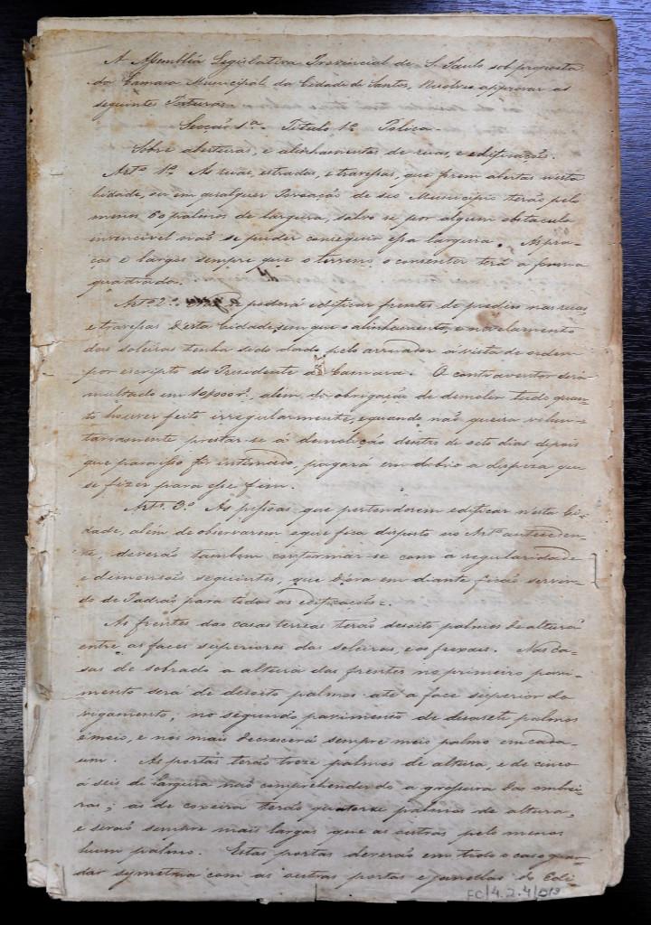 Primeira página do Código de Posturas de 1847 (original). Acervo da Fundação Arquivo e Memória de Santos