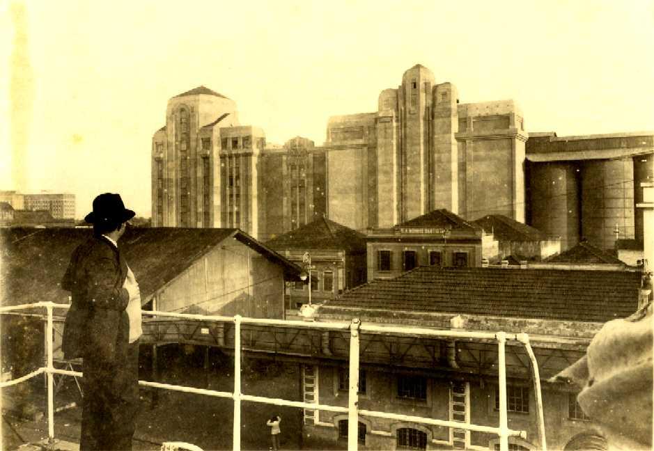 Os prédios do Moinho eram uma atração aos passageiros e tripulantes dos navios que atracavam no cais do armazém 4.