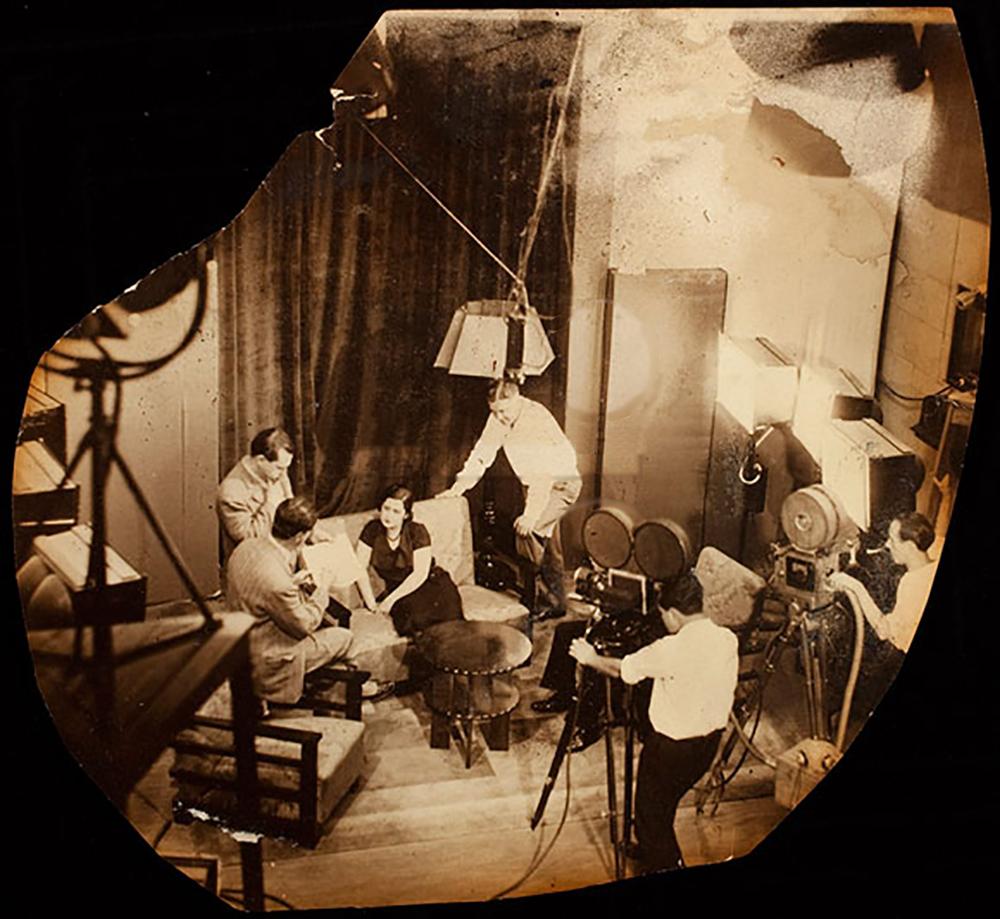 Zezé Lara, ao centro, recebe instruções do cineasta norte-americando, Wallace Downey.