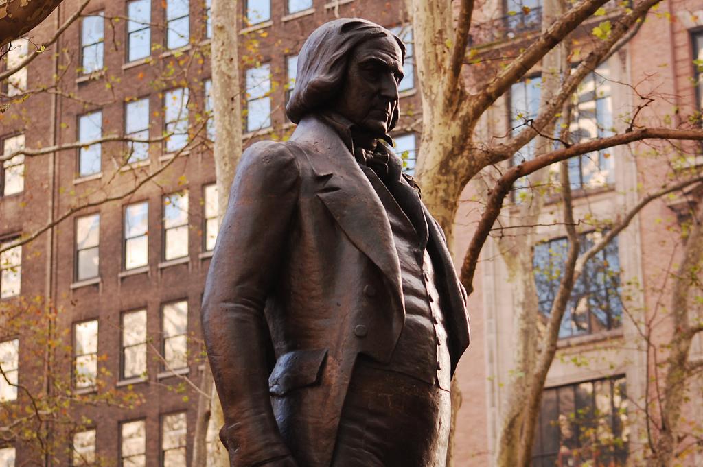 Monumento em homenagem ao santista José Bonifácio, em Nova Iorque.