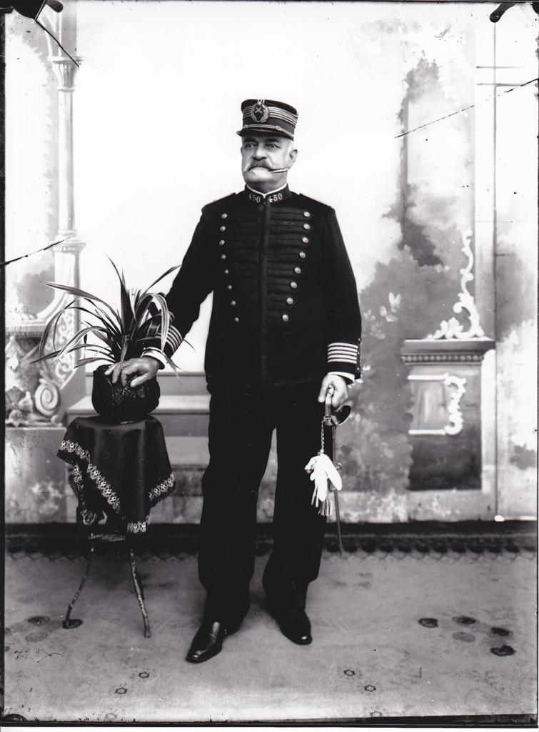 Carlos Augusto de Vasconcellos Tavares foi o primeiro prefeito de Santos, após a promulgação da Lei.