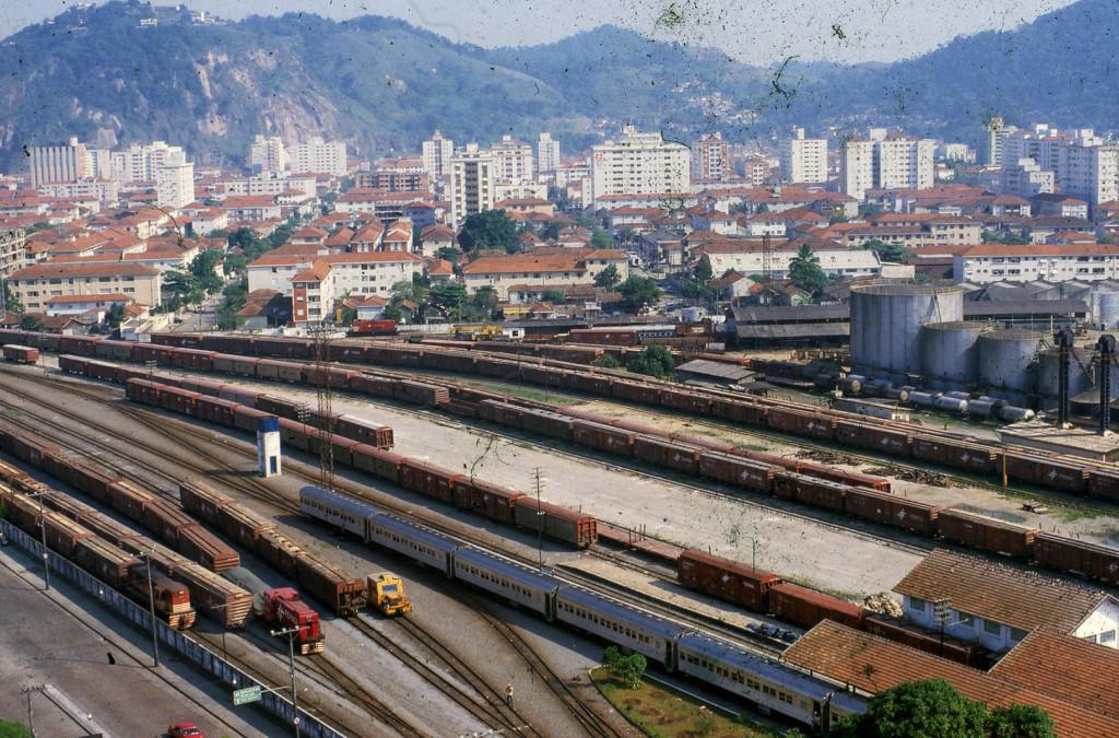 Pátio de manobras da Fepasa. Com o crescimento da cidade, local se tornou um grande entrave.