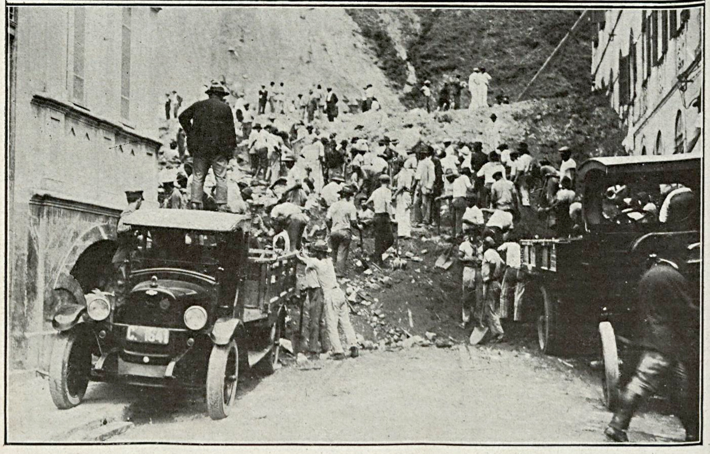 Centenas de homens foram mobilizados para o resgate das vítimas. Foto revista Careta.
