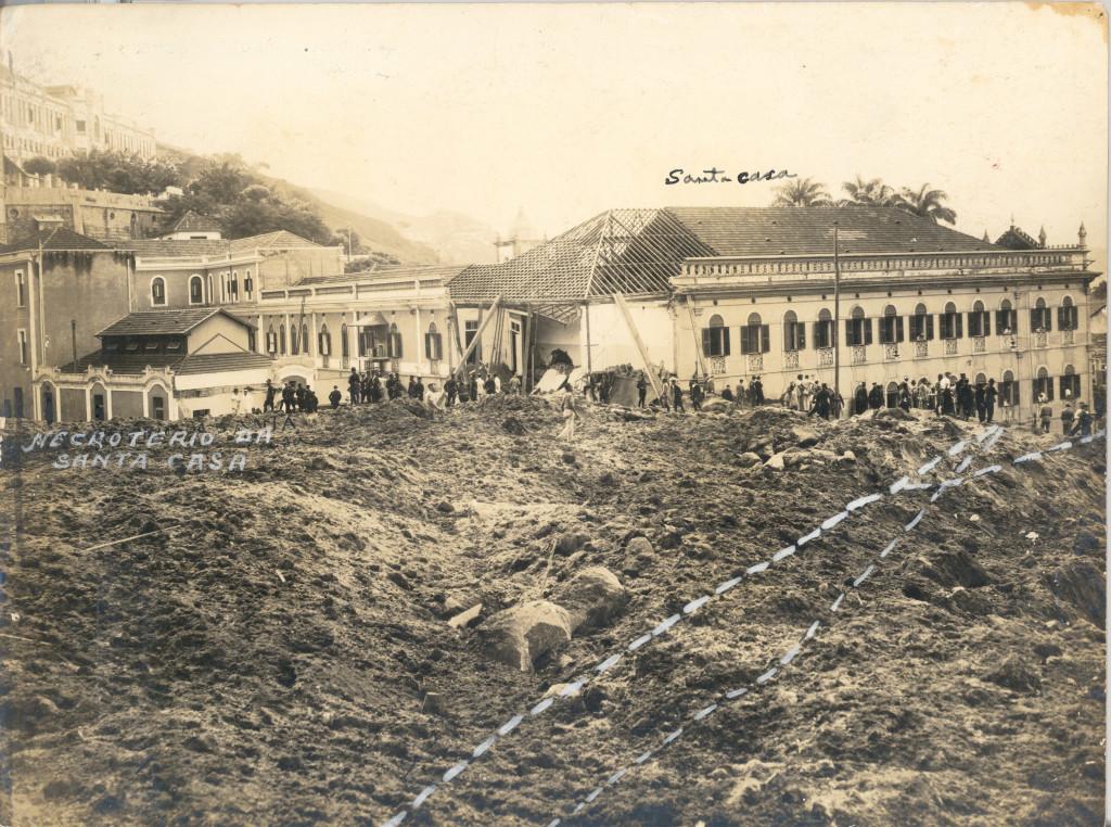 A Travessa da Santa Casa (pontilhado na imagem) desapareceu sob duas toneladas de terra e pedras.