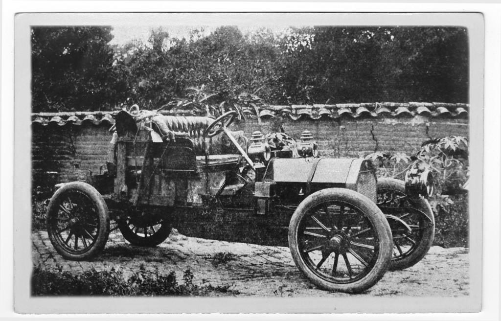 Única foto do carro original, o Motobloc, de origem francesa, utilizado na famosa viagem São Paulo-Santos de abril de 1908.