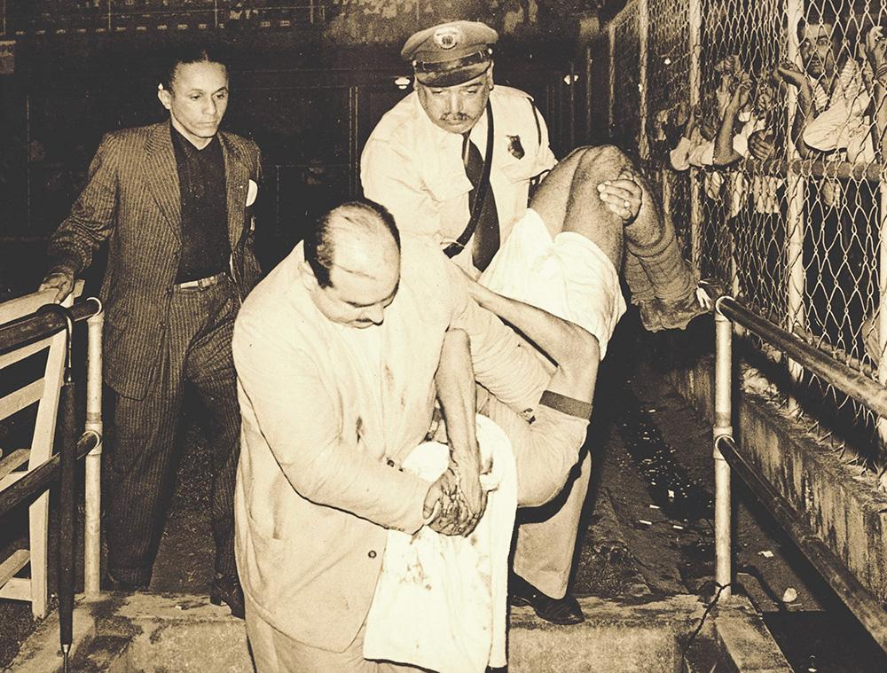 Bigode era sempre destacado para atuar nos jogos importantes que aconteciam em Santos. E, via de regra, ajudava na remoção de atletas que se machucavam.