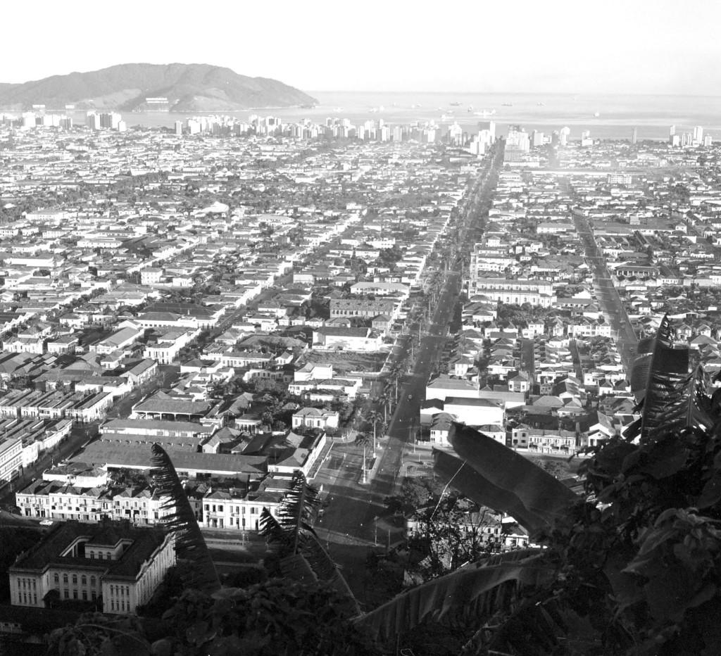 Sorensen subiu no famoso Monte Serrat para registrar as cenas panorâmicas da cidade do início dos anos 1960.