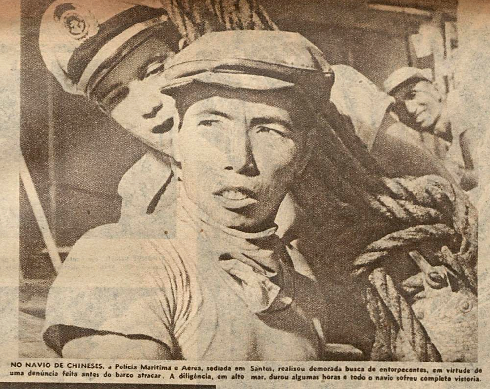 Os rapazes do Dr. Secco abordaram um navio chinês em busca de contrabando.